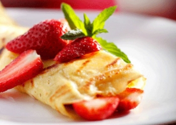 Crepes with strawberries and Pastis HB