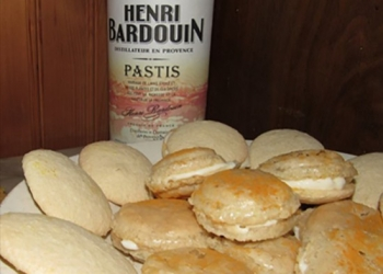 Biscuits and macaroons in the Pastis Henri Bardouin by Gérard Falco