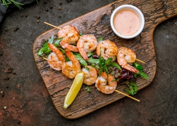 Scampi skewers with Pastis Henri Bardouin