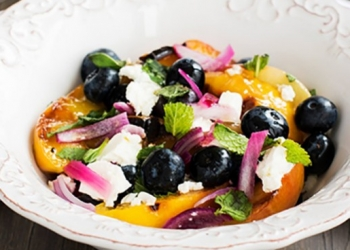 Feta and roasted peaches salad with RinQuinQuin