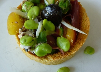Tarts in Banon and spring vegetables with,its beans soaked in the RQQ